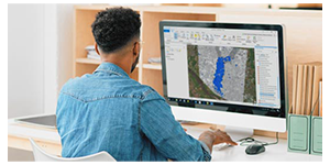 Person using L3HArris geospatioal software